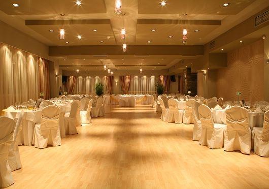 b67f05f4fec0 Η αίθουσα Green είναι μιά αίθουσα υψηλής αισθητικής η οποία δημιουργεί  ευχάριστα συναισθήματα αντάξια των καλεσμένων μιάς γαμήλια δεξίωσης